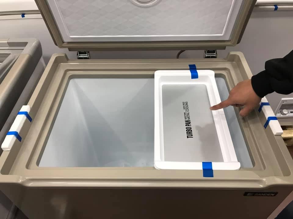Tủ đông sanden có hộp bên trong để rã đông thực phẩm với nhiệt độ trong hộp tăng thêm 2 độ C .